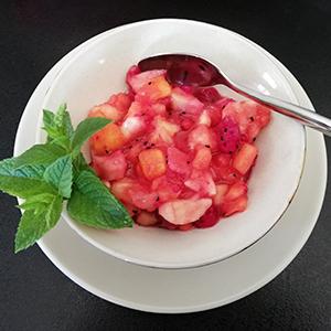 Salade-de-fruits-exotiques-avec-menthe-naturelle