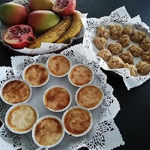 plateaux-de-fruits-exotiques-bonbons-coco-et-flan-coco